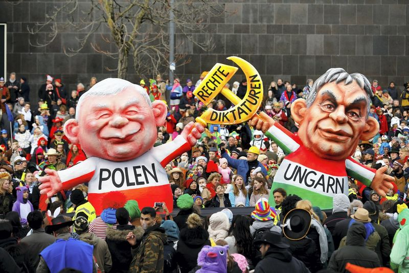 """Demokratijos būklę vertinančius ekspertus labiausiai neramina padėtis Vengrijoje ir Lenkijoje. Thilo Schmuelgeno (""""Reuters"""" / """"Scanpix"""") nuotr."""