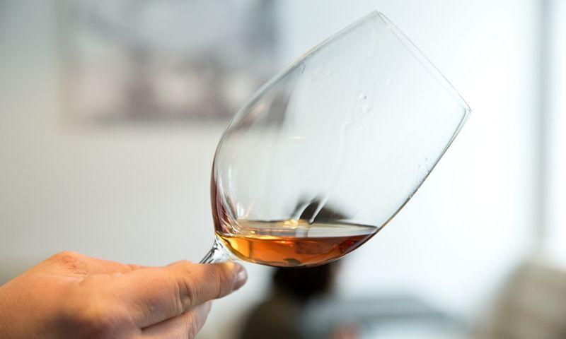 Alkotesteriu ar kraujo tyrimu galima nustatyti, ar žmogus alkoholio nevartojo konkrečiu metu. Tuo metu naujasis išradimas stebėjimą vykdo visą laiką. Vladimiro Ivanovo (VŽ) nuotr.