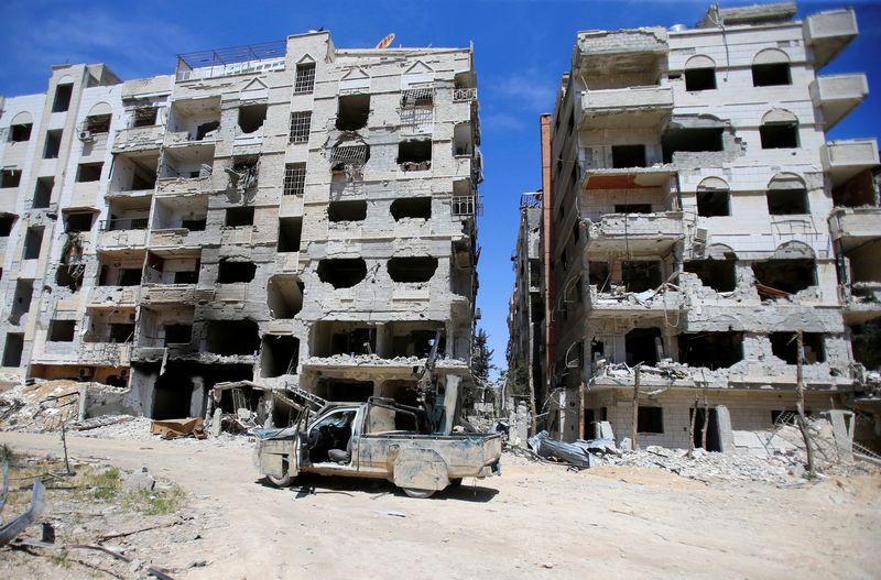 "Sirijos Dumos miestas.  Ali Hashisho (""Reuters"" / ""Scanpix"") nuotr."