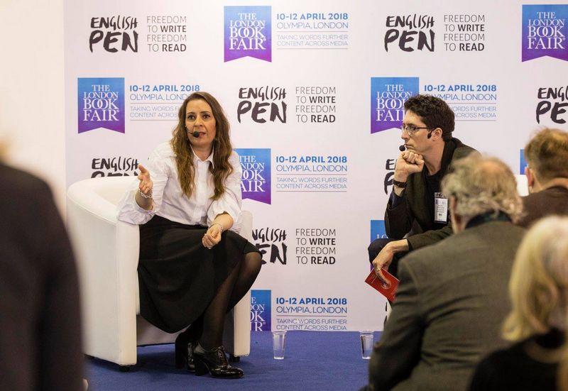 Dienos autorės statusą Londono knygų mugėje turėjusi Kristina Sabaliauskaitė buvo viena iš keturių rašytojų, britų auditorijai pristačiusių Lietuvos literatūrą. Londono knygų mugės organizatorių nuotr.