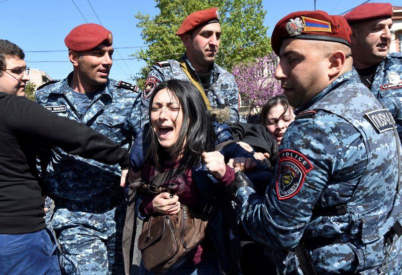 """Protestai Armėnijoje. Hayko Baghdasaryano (""""Reuters"""" / """"Scanpix"""") nuotr."""