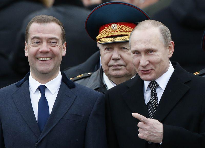 """Rusijos Prezidentas Vladimiras Putinas ir Rusijos premjeras Dmitrijus Medvedevas. Sergejaus Karpukhino (""""Reuters"""" / Scanpix"""") nuotr."""