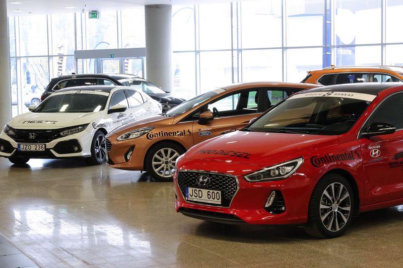 Naujų automobilių pardavėjai pirkėjams turės pateikti daugiau aiškiai matomos informacijos. Vladimiro Ivanovo (VŽ) nuotr.