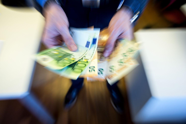 Didės žvalgybos pareigūnų atlyginimai