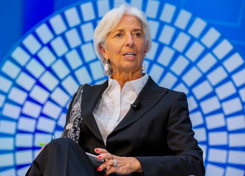 """Christine Lagarde vadovaujamas TVF pasaulio vyriausybes ragina mažinti skolas ir vykdyti reformas, kol tęsiasi ekonomikos pakilimo laikotarpis. Aleksejaus Agariševo (""""Sputnik"""" / """"Scanpix"""") nuotr."""