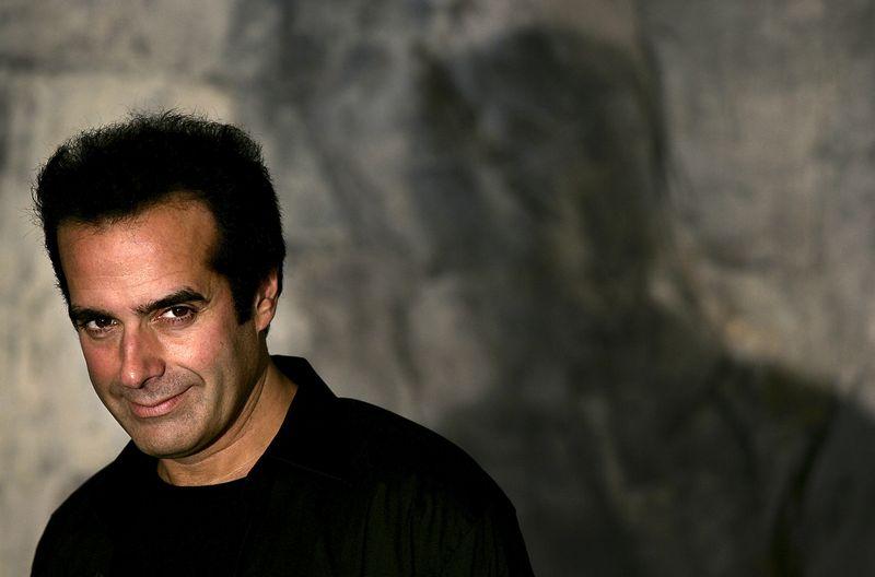 """Triuką """"Lucky #13"""" p. Copperfieldas be jokių incidentų yra atlikęs tūkstančius kartų. Stoyano Nenovo (""""Reuters"""" / """"Scanpix"""") nuotr."""