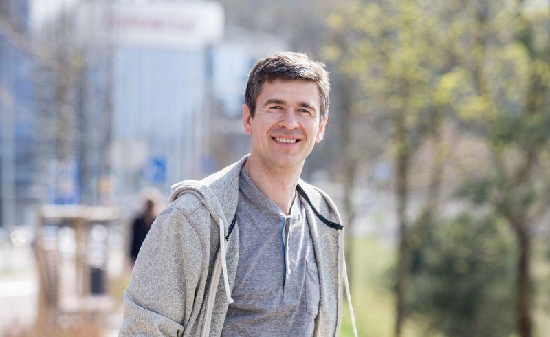 """Justinas Jazepčikas, tinklapio """"Investologija.lt"""" įkūrėjas. Juditos Grigelytės (VŽ) nuotr."""