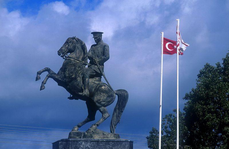 """Mustafa Kemalis Atatürkas sakė: """"Silpnieji visada užleidžia kelią stipriesiems. Ir tik pats stipriausias užleidžia kelią visiems."""" """"AKG images"""" nuotr."""
