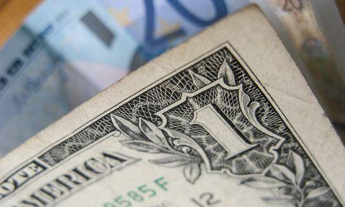 JAV doleris – 3 mėn. aukštumose pagrindinių valiutų atžvilgiu