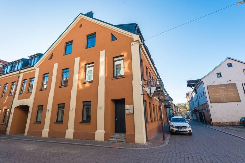 Kauno m. savivaldybė patvirtino 37 prašymus tvarkyti pastatų fasadus. Trečius metus veikianti  pastatų fasadų atnaujinimo programa leidžia padengti dalį šiam tikslui skirtų išlaidų.Kauno m. savivaldybės nuotr.
