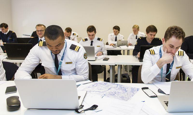 """Lėktuvų pilotus iš 96 šalių apmokanti """"BAA Training"""" nusitaikė į Pietryčių Azijos rinką. Įmonės nuotr."""