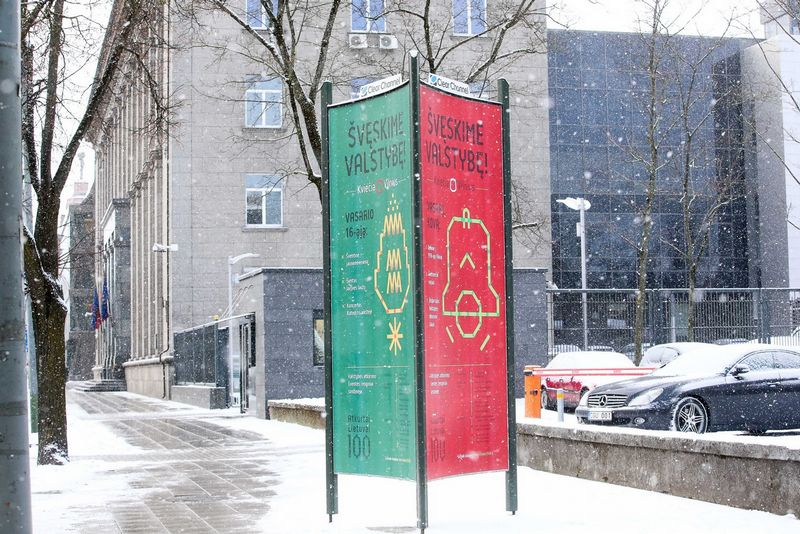 Lauko reklama skirta Lietuvos valstybės atkūrimo šimtmečiui. Vladimiro Ivanovo (VŽ) nuotr.