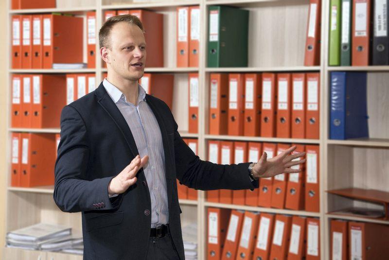 """Įmonių steigimo ir pardavimo įmonės """"LC paslaugų centras"""" vadovas Laurynas Čiutys."""
