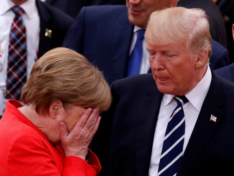 """Vokietijos kanclerė Angela Merkel ir JAV prezidentas Donaldas Trumpas. Philippe Wojazerio (""""Reuters"""" / """"Scanpix"""") nuotr."""