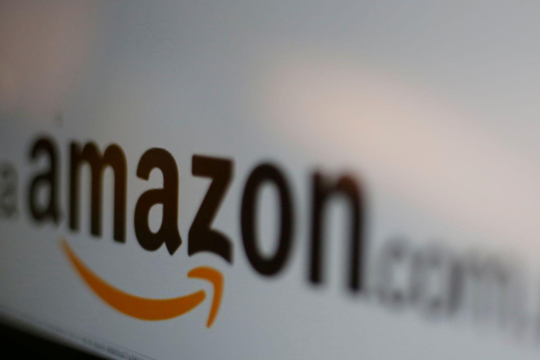 """""""Amazon"""" padvigubino pelną, akcijos šoko į rekordines aukštumas"""