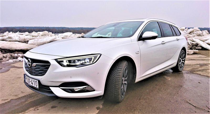 """Didžiausio """"Opel"""" vairuotojui visų ratų pavara leidžia drąsiau jaustis, kai kelią kausto ledas. Lino Butkaus (VŽ) nuotr."""