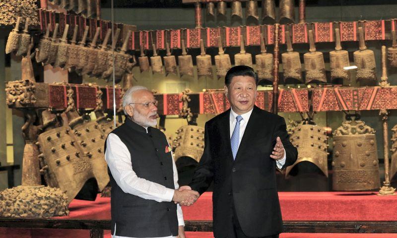"""Xi Jinpingo, Kinijos prezidento, ir Narendra Modi, Indijos ministro pirmininko susitikimas Kinijoje. """"China Daily"""" / """"Scanpix?"""" nuotr."""