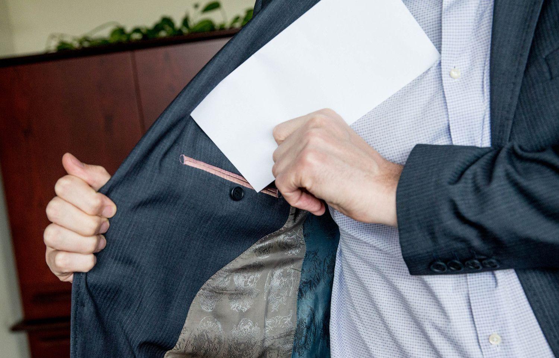 Kuriamas privačių interesų registras primins valdininkams pateikti deklaracijas