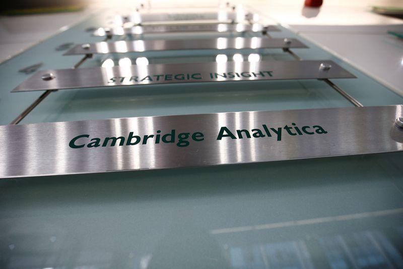 """Cambridge Analytica""  Henry Nichollso (""Reuters"" / ""Scanpix"") nuotr."