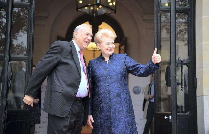 Balandžio viduryje Paryžiuje apsilankiusi prezidentė Dalia Grybauskaitė susitikime su EBPO generaliniu sekretoriumi Jose Angeliu Gurria konstatavo, kad baigtas trejus metus vykęs Lietuvos derybų dėl stojimo į organizaciją procesas. Roberto Dačkaus (Prezidento kanceliarija) nuotr.
