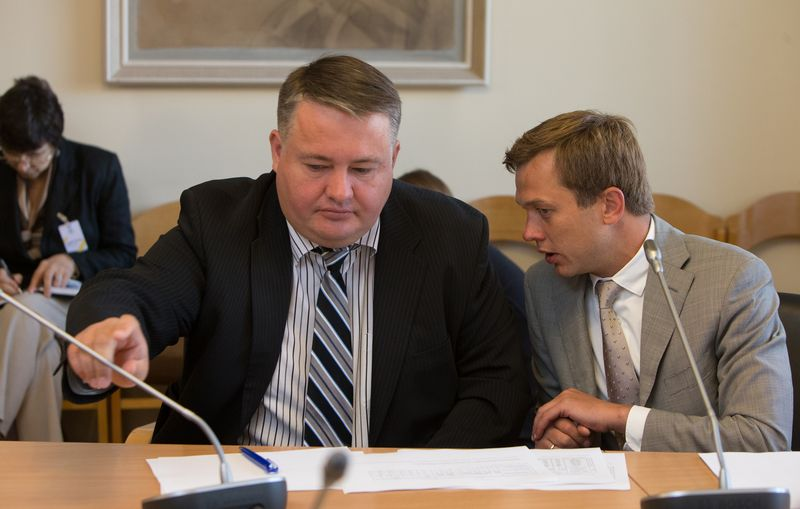 """Dalies mažumos akcininkų akcijas perka Roberto Pažemecko (kairėje), """"Žemaitijos pieno"""" generalinio direktoriaus, valdoma įmonė """"Baltic Holdings"""". Juditos Grigelytės (VŽ) nuotr."""