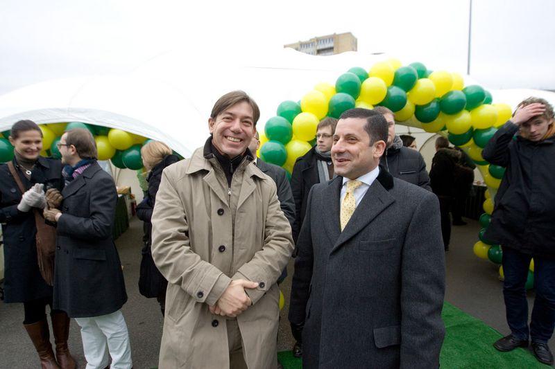 """Kairėje – Oliveris Ortizas, vienas iš """"Palink"""" steigėjų. Vladimiro Ivanovo (VŽ) nuotr."""