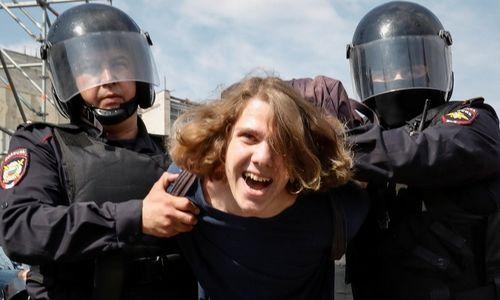 Protestai Rusijoje: suimta virš 1.500 žmonių, tarp jų – Navalnas