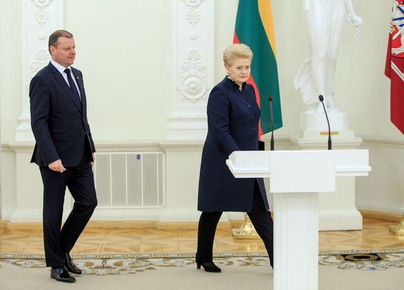 Prezidentė Dalia Grybauskaitė su premjeru Sauliumi Skverneliu tarsis dėl dviejų ministrų paskyrimo. Vladimiro Ivanovo (VŽ) nuotr.