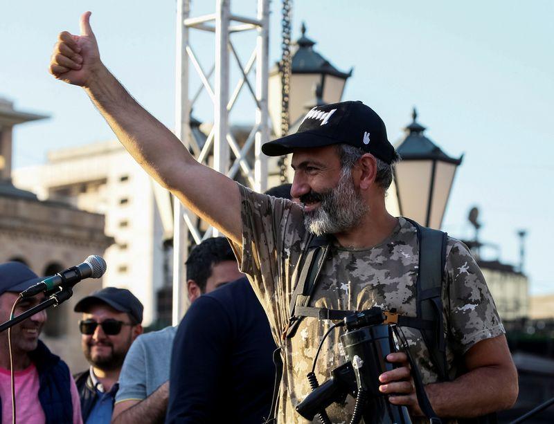 """Naujasis Armėnijos premjeras Nikolas Pašinianas.  Glebo Garaničo (""""Reuters"""" / """"Scanpix"""") nuotr."""