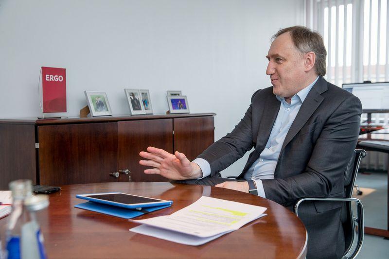 """Kęstutis Bagdonavičius, ERGO draudimo grupės Baltijos šalyse valdybos pirmininkas: """"Ateitį rodančio krištolinio rutulio nė vienas vadovas neturi, todėl svarbu pačiam nuolat ugdyti gebėjimą mąstyti iš platesnės perspektyvos."""" Vladimiro Ivanovo (VŽ) nuotr."""