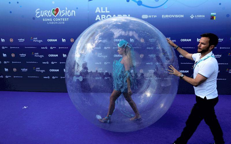 """Milžinišką auditoriją Europoje sutraukiančio """"Eurovizijos"""" konkurso organizatoriai dairosi rinkų už žemyno ribų. Rafaelio Marchante  (""""Reuters"""" / """"Scanpix"""") nuotr."""