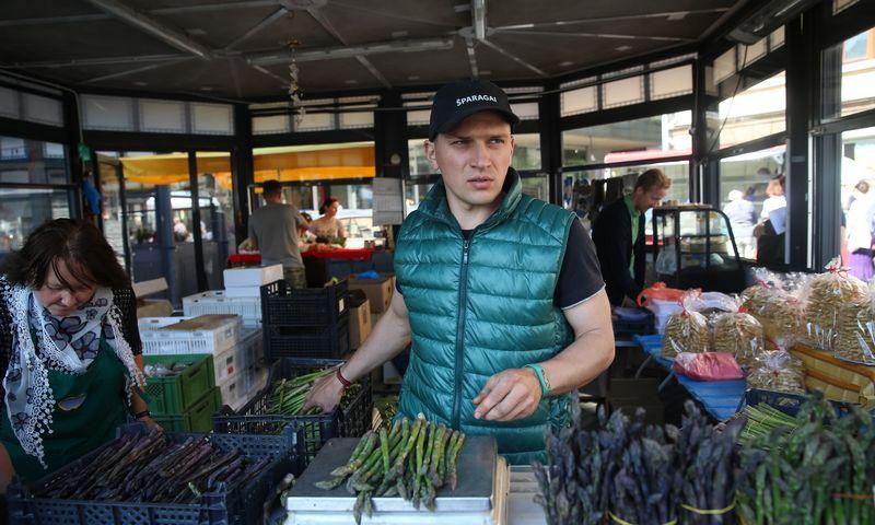 """Simonas Klinavičius, ūkio """"Geras šparagas"""" įkūrėjas: """"Nors šparagų augintojų skaičius auga, šios daržovės paklausa irgi didėja."""" Vladimiro Ivanovo (VŽ) nuotr."""