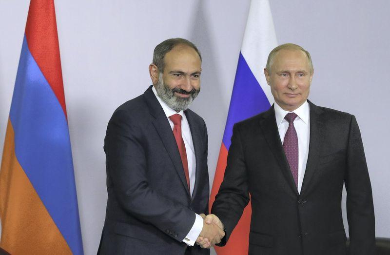 """Nikola Pašinianas, Armėnijos premjeras, ir Vladimiras Putinas, Rusijos prezidentas. Mikhailo Klimenjevo (""""Sputnik"""" / """"Scanpix"""") nuotr."""