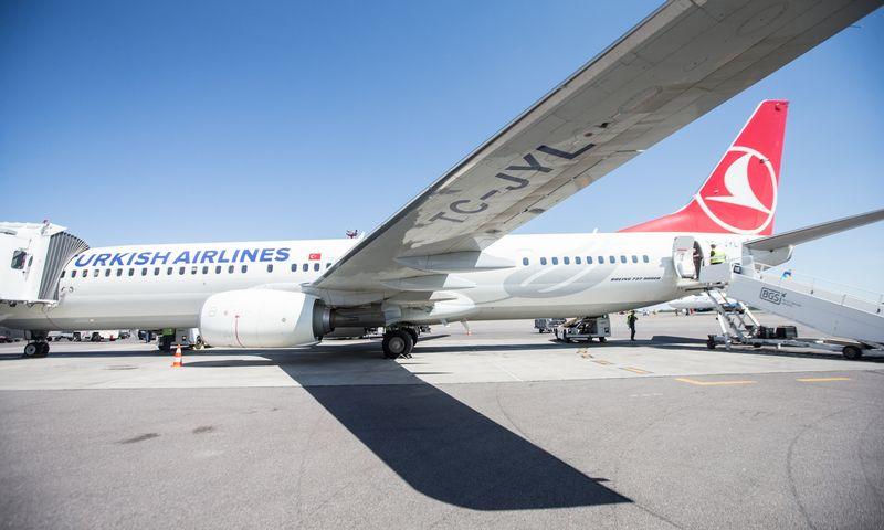 """""""Turkish Airlines"""" lėktuvas Vilniaus oro uoste. Juditos Grigelytės (VŽ) nuotr."""
