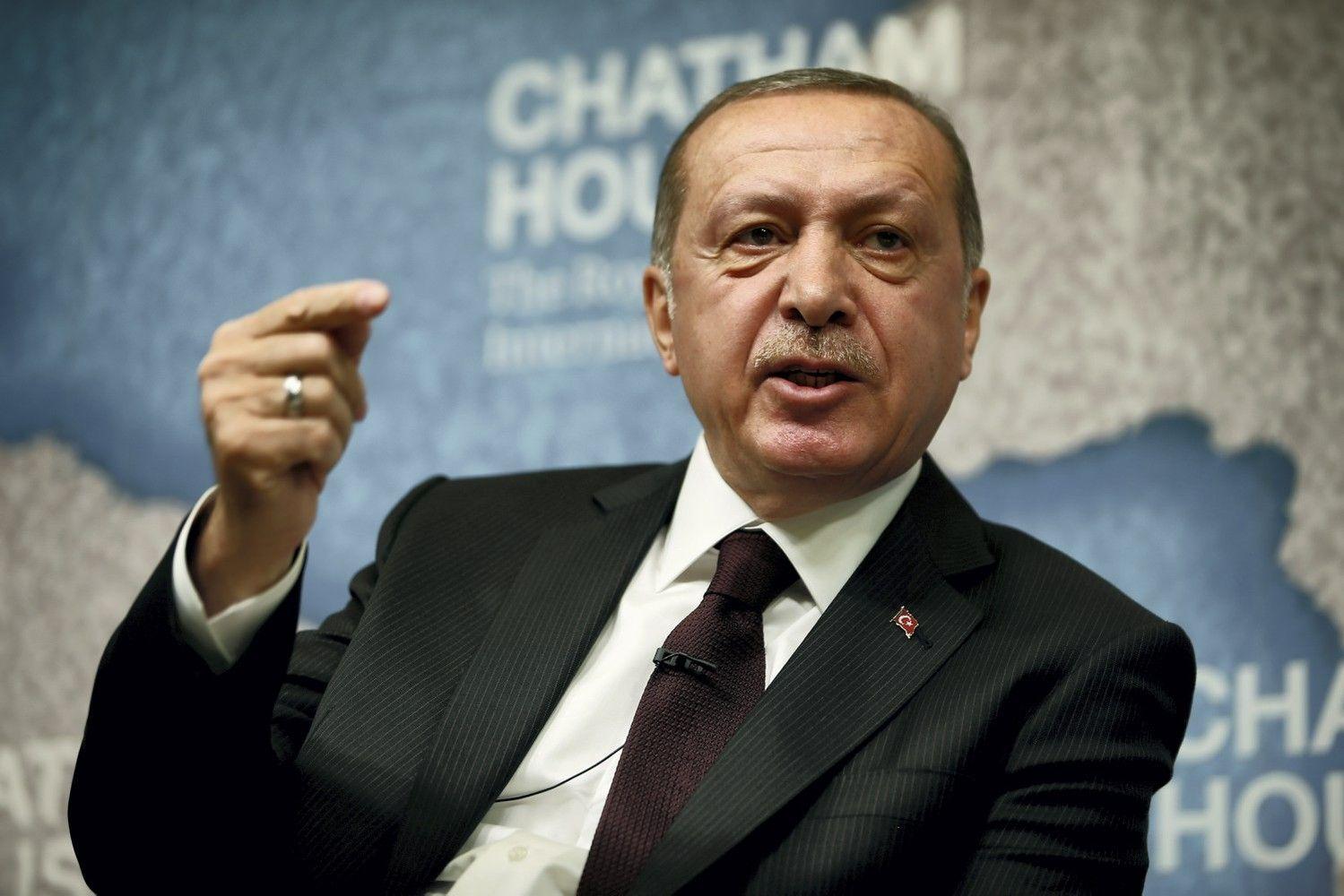 Erdoganui pažadėjus griežtesnę ranką, Turkijos lira smuko žemyn