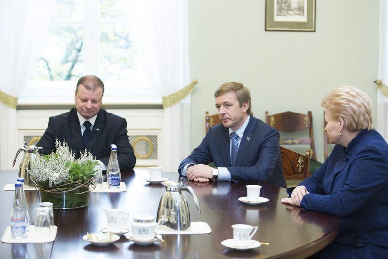 Prezidentė Dalia Grybauskaitė valdantiesiems politikams pasiūlė atsisakyti verslo. Irmanto Gelūno (15min.lt/Scanpix) nuotr.