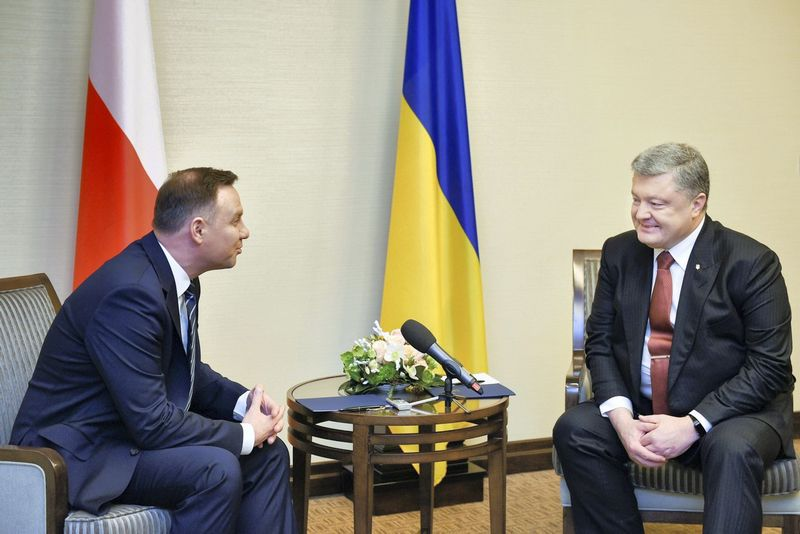 "Petro Porošenko, Ukrainos vadovas, ir Andrzejus Duda, Lenkijos prezidentas. Mykola Lazarenkos (""Reuters"" / ""Scanpix"") nuotr."