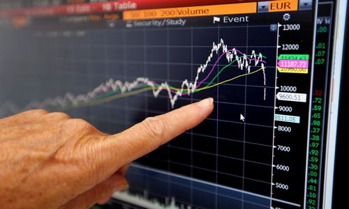 Perspėja apie masinę investuotojų migraciją iš akcijų į obligacijas