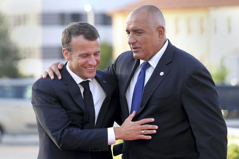 """Emmanuelis Macronas, Prancūzijos prezidentas, ir Boiko Borisovas, Bulgarijos ministras pirmininkas. Stojano Nenovo (""""Reuters"""" / """"Scanpix"""") nuotr."""
