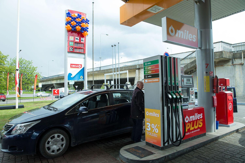 Benzinas – 12%, dyzelinas – 15% brangesnis, nei prieš metus