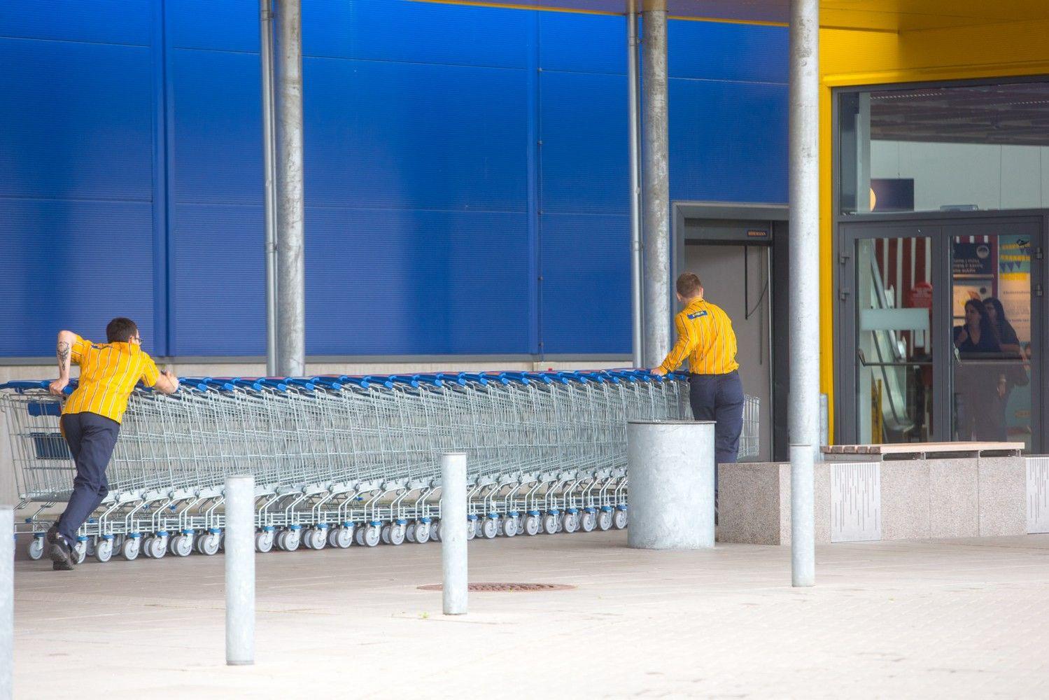 """Į e. prekybą atsigręžusi švedų """"Ikea"""" planuoja atleidimus"""