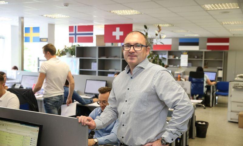 """Mindaugas Žemaitis, UAB """"Axis Auto"""" direktorius, bendraturtis: """"Mūsų ekspedijuojami automobilvežiai važinėja tik Vakarų Europoje – į Lietuvą grįžta nebent remontui ar techninei apžiūrai.""""   Vladimiro Ivanovo (VŽ) nuotr."""