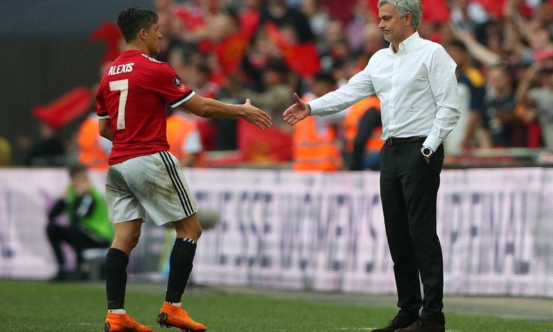 """Nepaisant kelių sezonų be didesnių titulų, Jose Mourinho treniruojamas """"Manchester United"""" vis tiek laikomas vertingiausiu futbolo klubu pasaulyje. Hannah McKay (""""Reuters"""" / """"Scanpix"""") nuotr."""