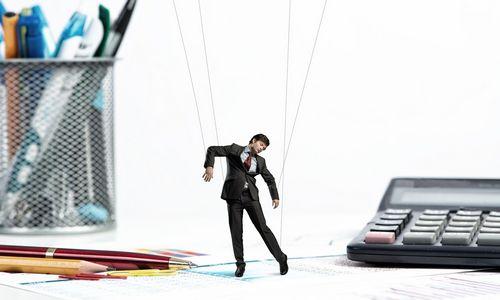 5 manipuliavimo būdai, kuriuos naudoja darbuotojai ir vadovai