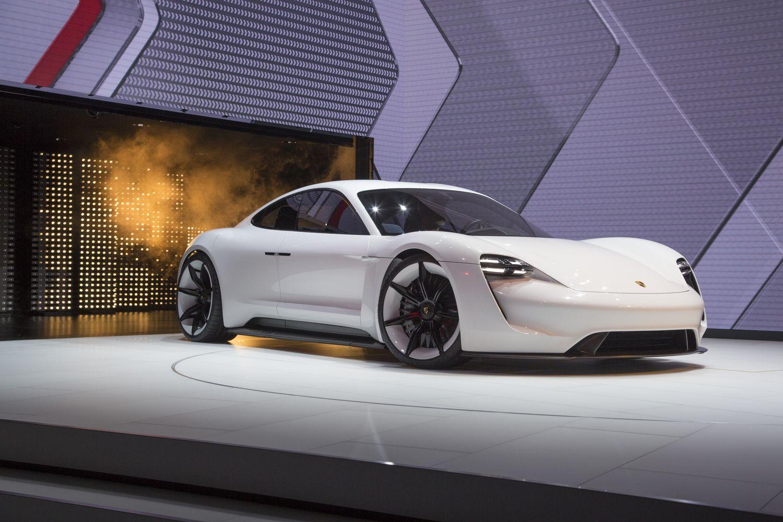 """Porsche"" elektrifikacija: sportiška plėtra už 6 mlrd. Eur"