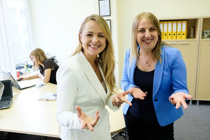 """Toma Vevelstad (kairėje) ir Vaida Pociūtė-Bortelienė, UAB """"Amber team"""", dirbančios su prekės ženklu """"Amber staff"""", bendraturtės, teigia, kad svarbiausia išgirsti kliento poreikius. Vladimiro Ivanovo (VŽ) nuotr."""