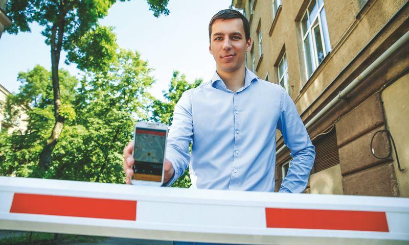 """Erikas Nemeikšis, parkavimo sprendimų programėlės """"Barking"""" Lietuvoje vadovas. Vladimiro Ivanovo (VŽ) nuotr."""