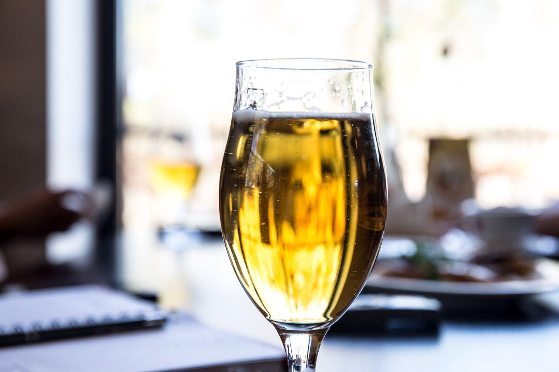 Britai už alų moka gerokai daugiau nei kaina, kurią laiko priimtina