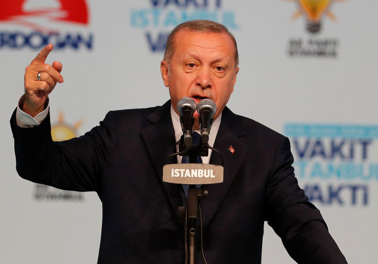 """Erdoganas skelbia galą """"Uber"""" verslui Turkijoje"""