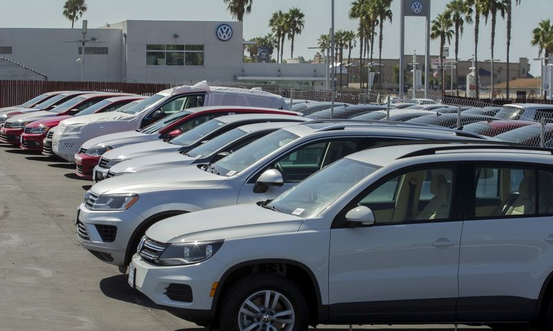 """Dauguma sėkmingų automobilių prekybos atstovybių atsisakė motyvacijos tam tikru procentu nuo apyvartos. """"Reuters"""" nuotr."""
